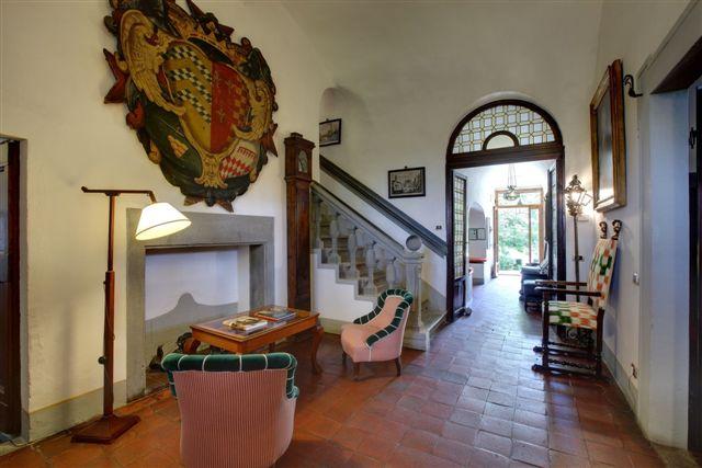 L'entrée de Villa le Barone une résidence d'époque