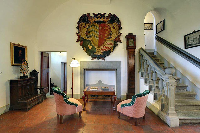 "Architecture à Villa le Barone : utilisation de la ""Pietra serena"""