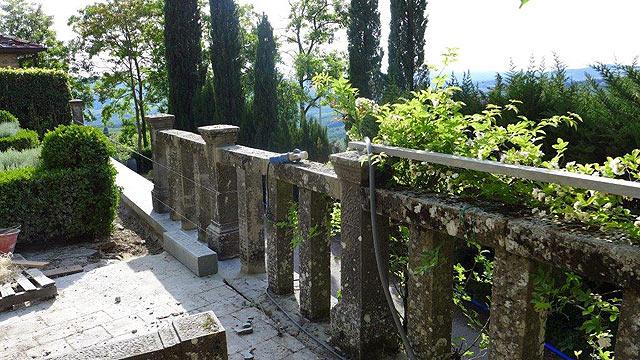 """Villa le Barone: restauration de la balustrade en """"Pietra serena"""""""