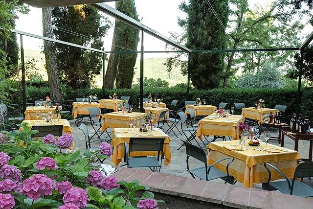 Villa le Barone, Tuscany  : dîner romantique aux chandelles sur la terrasse