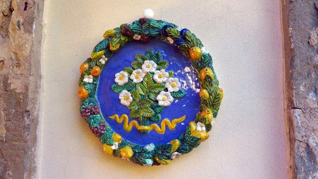 Un céramique inspire par le Della Robbia à Villa le Barone