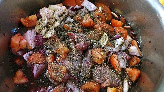 """cours de cuisine à Villa le Barone: on prépare le """"peposo"""""""