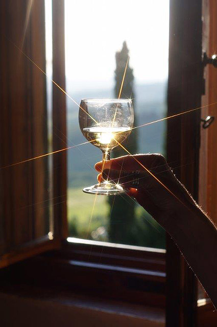 Déguster un Chianti , par J et D Fields , gagants du concours photo organisé à Villa le Barone