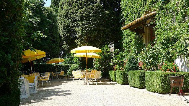 Une terrasse à Villa le Barone en Toscane
