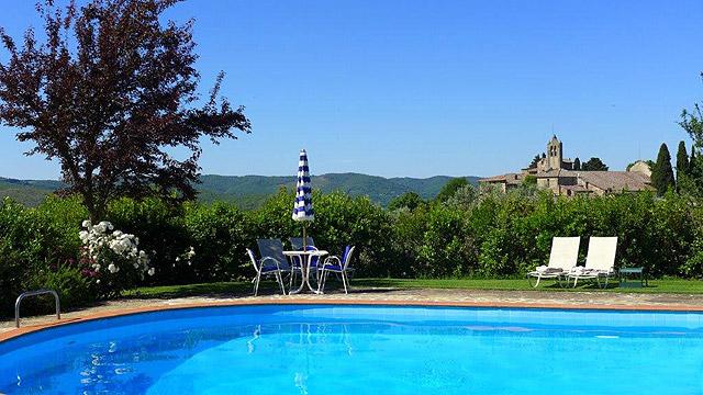 Piscine avec vue à Villa le Barone en Toscane