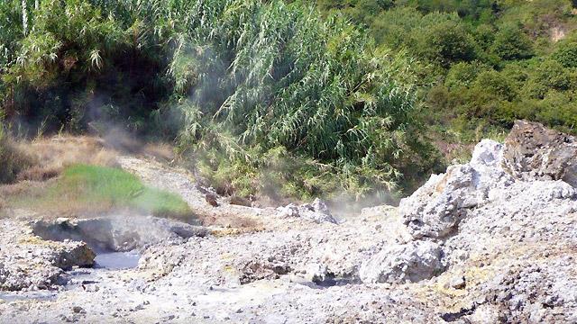 En Maremme ,Tuscany: Fumaroles à Sasso Pisano
