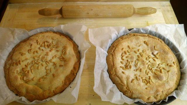 """Pignons de pins sur la """"Torta della Nonna"""" à Villa le Barone"""