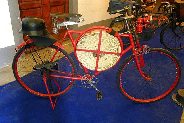 Un vélo de pompier en Toscane!