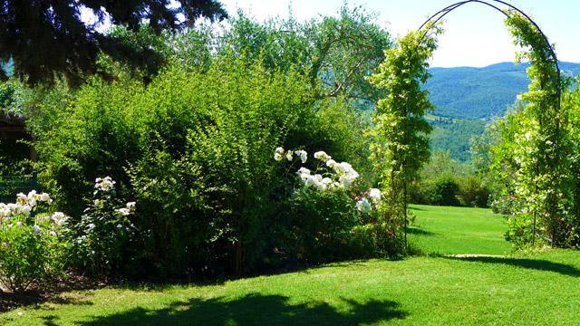Un coin des jardins de Villa le Barone in Chianti