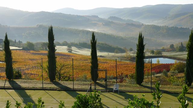 Villa le Barone en Toscane dans le  Chianti tennis avec vue en automne