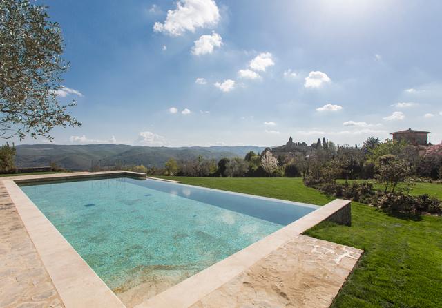 un h tel avec une piscine d bordement en toscane villa