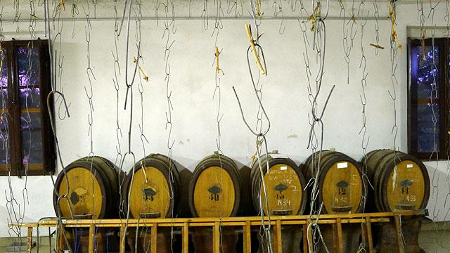 Tonneaux pour le Vin Santo (Vin Saint) en Toscane