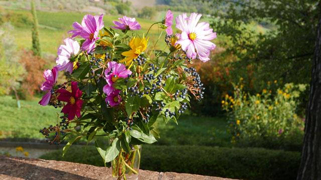 Bouquet de fleurs du jardin à Villa le Barone dans le ...